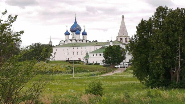 Вид на Суздальский кремль