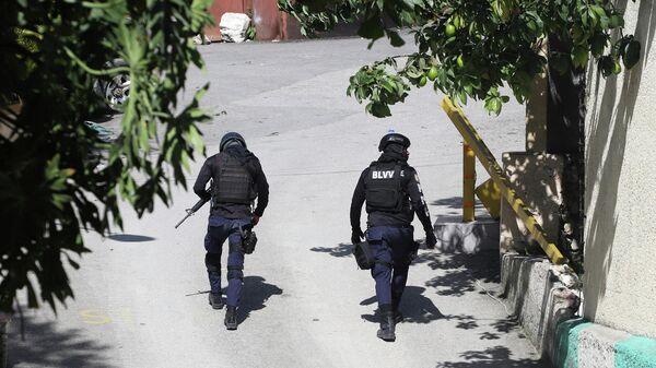 Полицейские у резиденции президента Гаити Жовенеля Моиза в Порт-о-Пренсе
