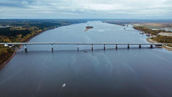 Мост через реку Каму в районе города Усолье Пермского края