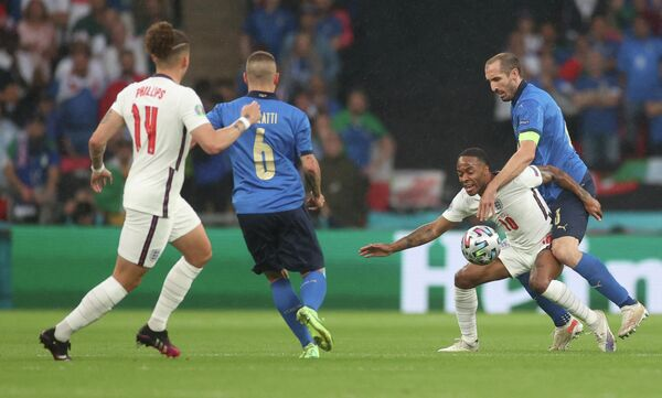 Игровой момент матча Италия - Англия