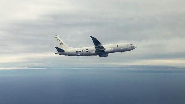 Патрульный противолодочный самолет ВМС США Р-8А Посейдон над акваторией Тихого океана