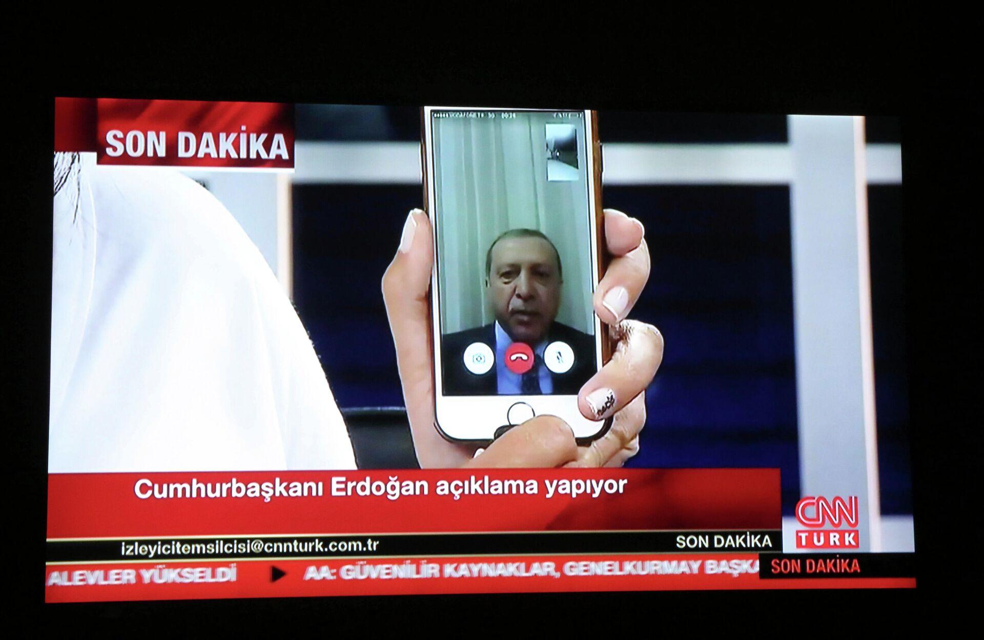 Обращение Эрдогана к народу по FaceTime  - РИА Новости, 1920, 15.07.2021