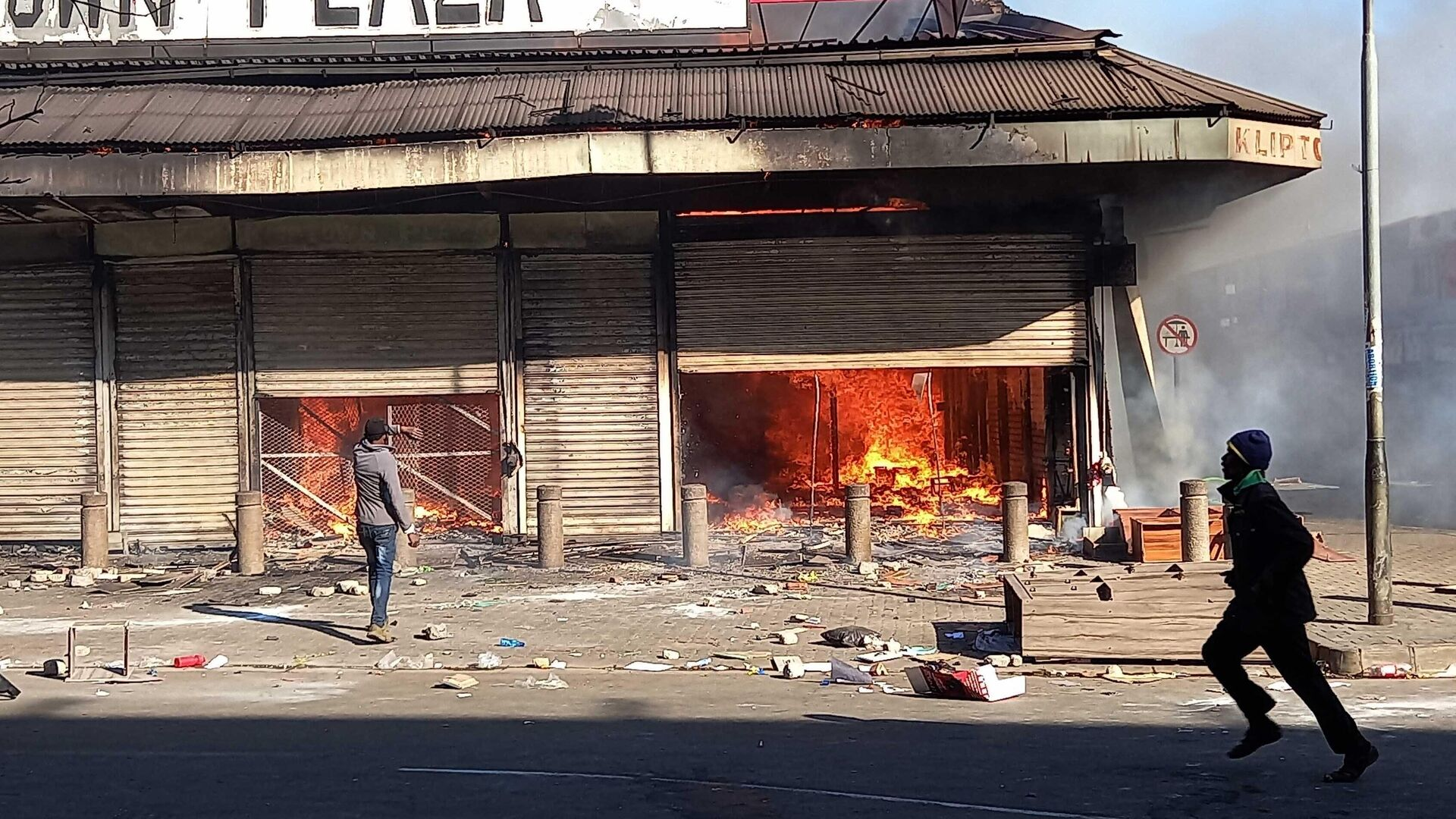 Последствия беспорядков на улице Йоханнесбурга - РИА Новости, 1920, 03.08.2021
