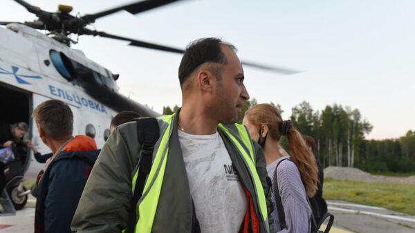 Пилот самолета Ан-28 Фарух Хасанов, доставленный вместе с пассажирами в Томск с места жесткой посадки самолета