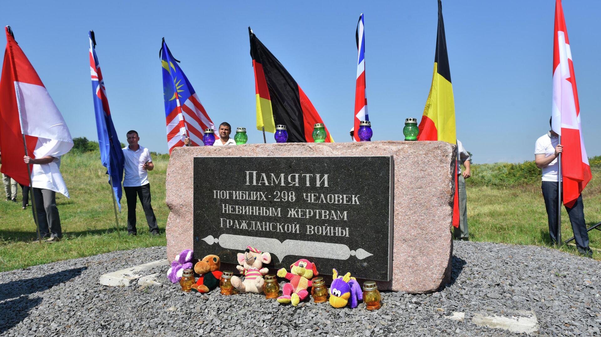 Траурные мероприятия в Донецкой области в память о крушении Боинга-777 - РИА Новости, 1920, 17.07.2021