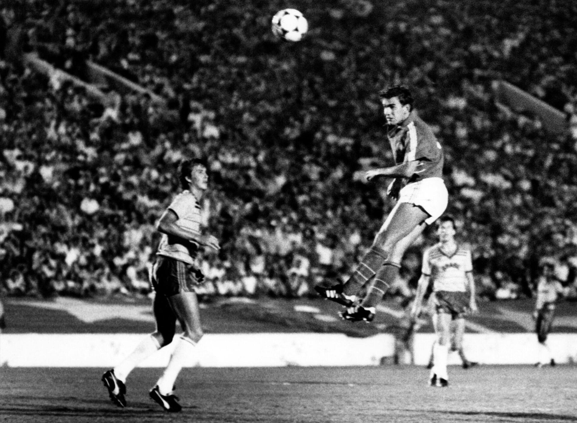 Футболисты Бразилии и Франции во время финала Олимпийских игр 1984 года в Лос-Анджелесе - РИА Новости, 1920, 18.07.2021
