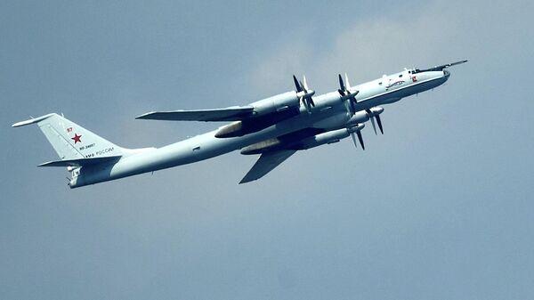 Дальний противолодочный самолёт Ту-142М Вологда на репетиции воздушной части парада в честь Дня ВМФ в Санкт-Петербурге