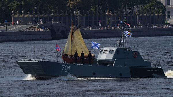 Десантный катер Алексей Баринов на репетиции парада в честь Дня ВМФ в Санкт-Петербурге