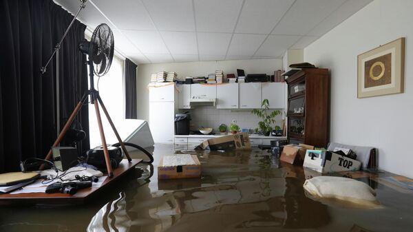 Затопленный интерьер дома в Гелле, Нидерланды