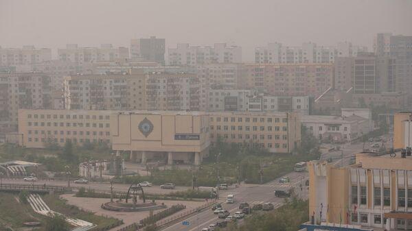 Смог, вызванный лесными пожарами, в городе Якутске