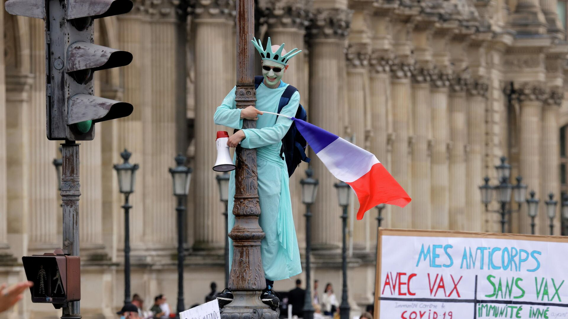 Участники акции протеста против санитарных пропусков в Париже - РИА Новости, 1920, 24.07.2021