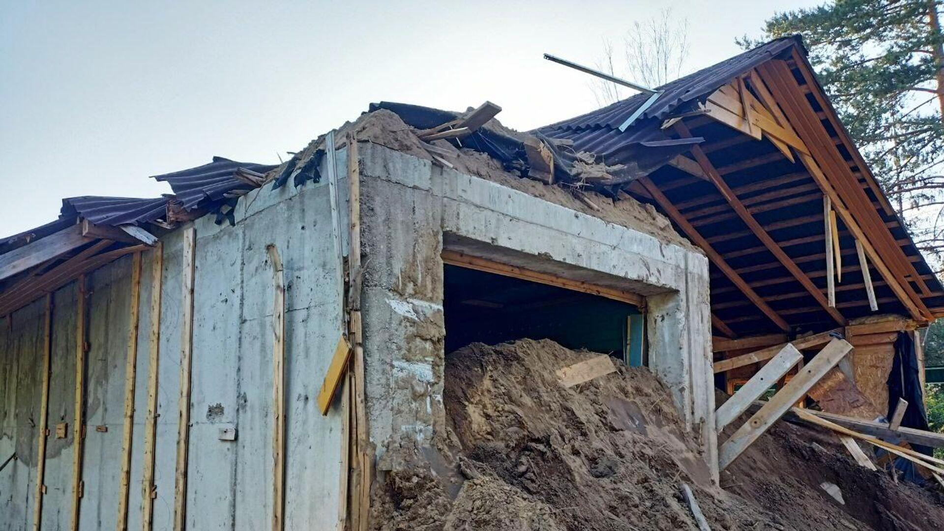 Остатки строений на участке, где была найдена заброшенная частная тюрьма в коттеджном поселке Новый Петербург - РИА Новости, 1920, 21.07.2021