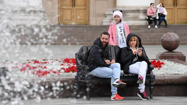 Жители Москвы на Манежной площади