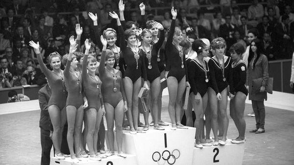 Награждение победительниц XIX летних Олимпийских игр по спортивной гимнастике.