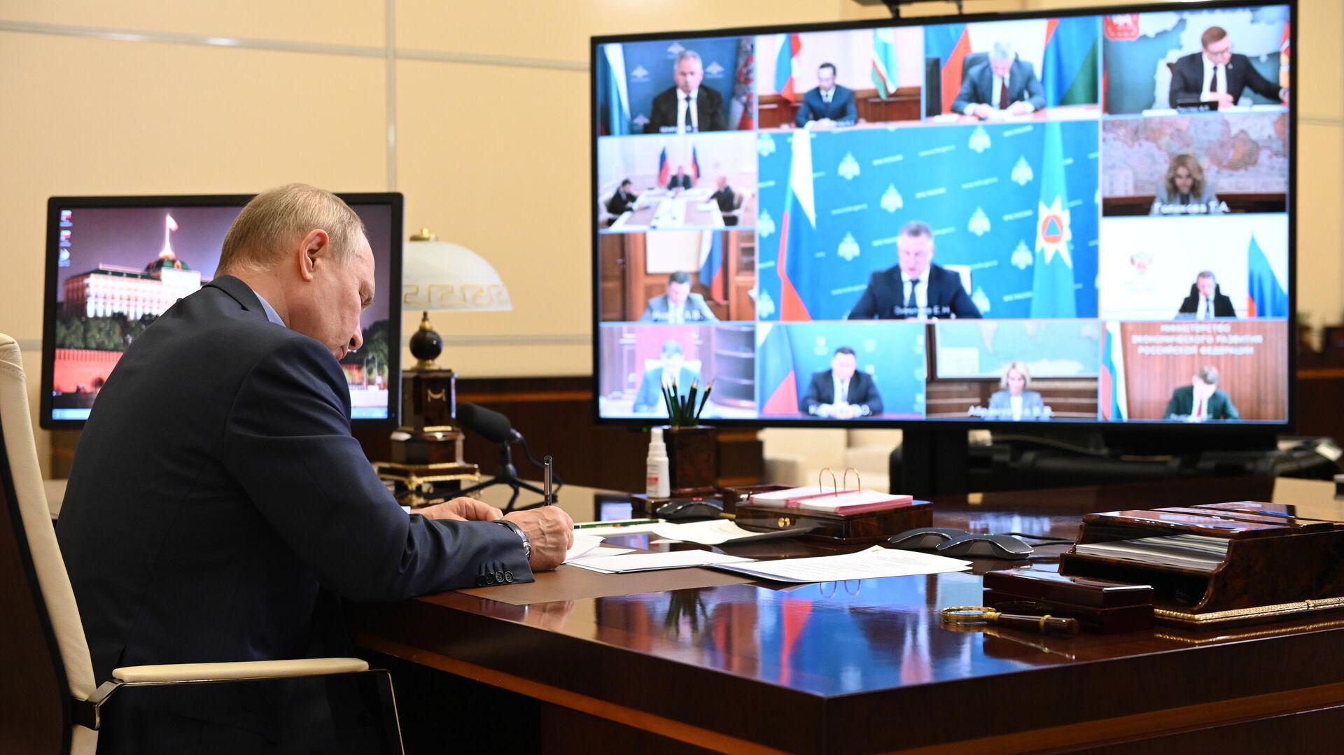 Президент РФ Владимир Путин проводит совещание с членами правительства РФ в режиме видеоконференции - РИА Новости, 1920, 27.07.2021