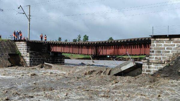 На месте обрушения железнодорожного моста в Забайкальском крае