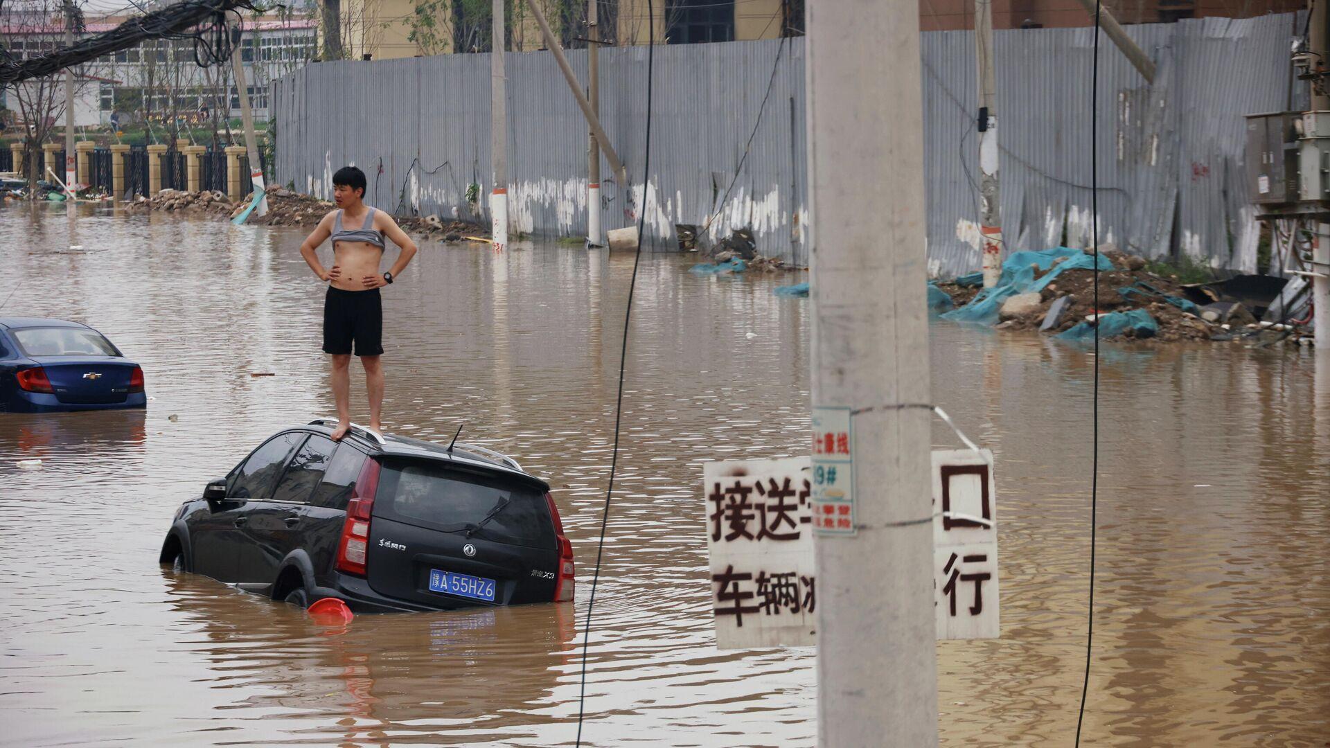 Наводнение после дождя в Чжэнчжоу провинции Хэнань - РИА Новости, 1920, 02.08.2021