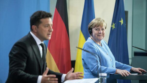 Президент Украины Владимир Зеленский и канцлер Германии Ангела Меркель перед переговорами