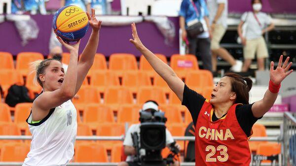 Игровой момент матча Россия - Китай на ОИ