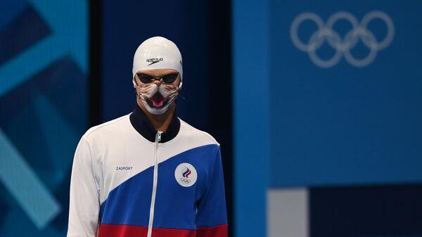 Российский спортсмен, член сборной России (команда ОКР) Евгений Рылов  перед стартом в финальном заплыве на 100 метров на спине среди мужчин на XXXII летних Олимпийских играх.