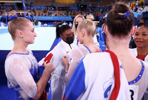 Американка Симона Байлз и российская гимнастка Ангелина Мельникова