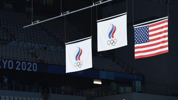 Флаги Олимпийского комитета России и США