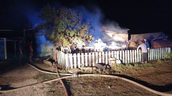 Пожар в частном жилом доме в селе Наумовка Балаковского района в Саратовской области