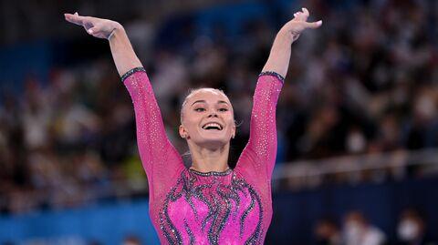 Российская спортсменка, член сборной России (команда ОКР) Ангелина Мельникова выполняет упражнения на бревне в индивидуальном многоборье по спортивной гимнастике среди женщин на XXXII летних Олимпийских играх в Токио.