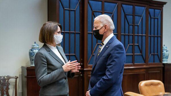 Президент США Джо Байден и Светлана Тихановская во время встречи в Белом доме