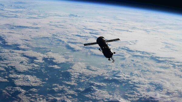 Стыковочный отсек-модуль Пирс в открытом космосе