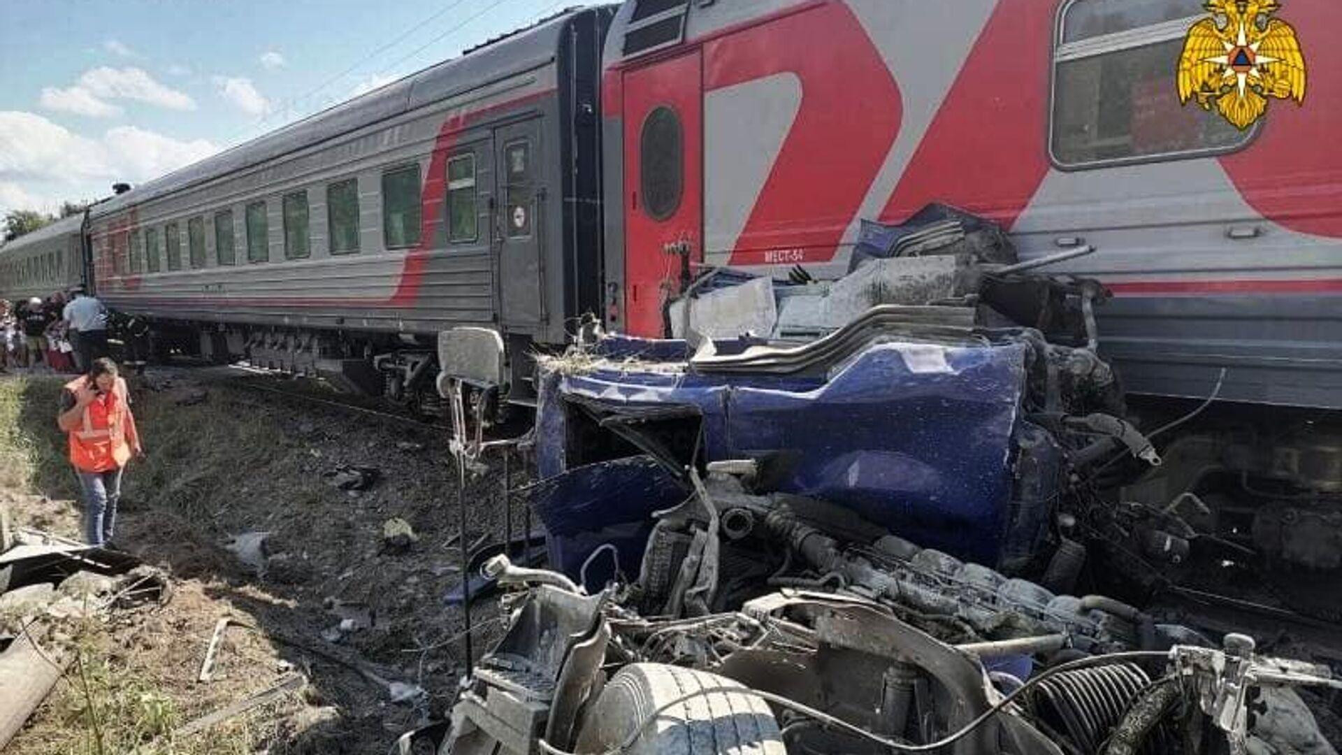 В Калужской области восстановили движение после ЧП с поездом и грузовиком