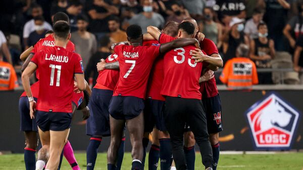 Lille's players celebrate after winning the French Champions' Trophy (Trophee des Champions) final football match between Paris Saint-Germain (PSG) and Lille (LOSC) at the Bloomfield Stadium in Tel Aviv, Israel, on August 1, 2021. (Photo by EMMANUEL DUNAND / AFP)