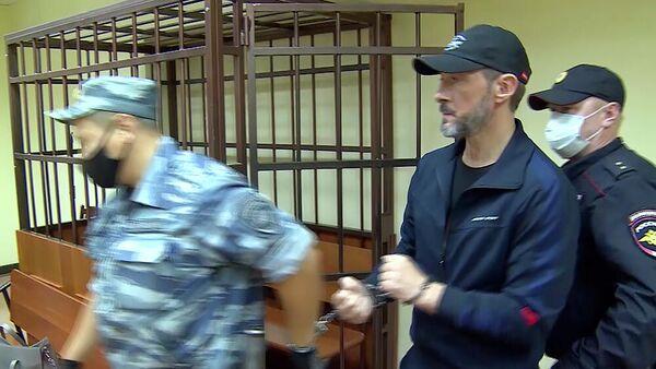 Пытавшийся переправить из РФ головки самонаведения зенитно-ракетного комплекса гражданин Украины в суде. Кадр видео