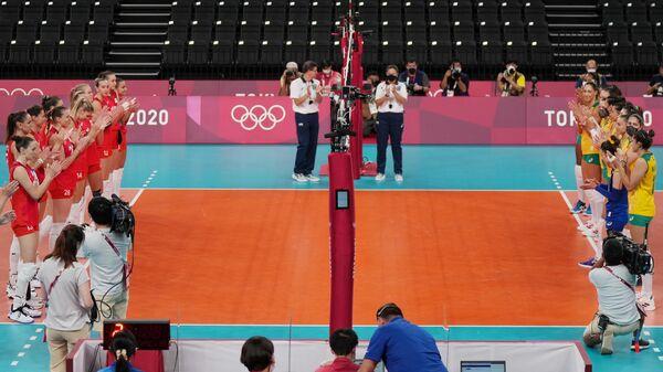 Российские волейболистки и, члены сборной России и волейболистки сборной Бразилии