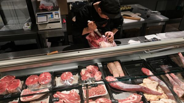 Продажа мяса на территории первого фуд-молла Депо Москва