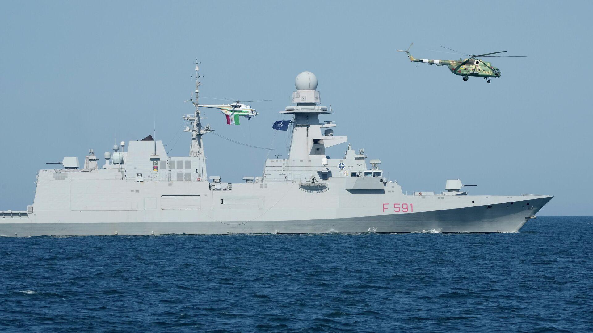 Итальянский фрегат Вирджинио Фазан принимает участие в учениях Sea Breeze-2021 в Черном море - РИА Новости, 1920, 05.08.2021