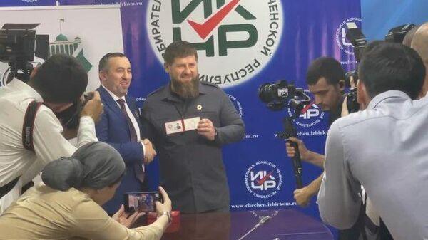 Кадырову вручили удостоверение кандидата от Единой России на выборах главы региона