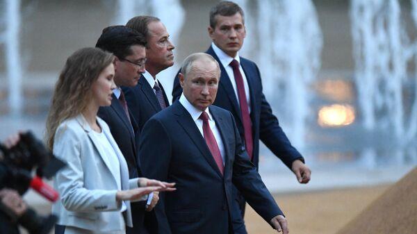 Президент РФ Владимир Путин во время посещения Центрального городского парка в рамках мероприятий, приуроченных к 800-летию основания Нижнего Новгорода