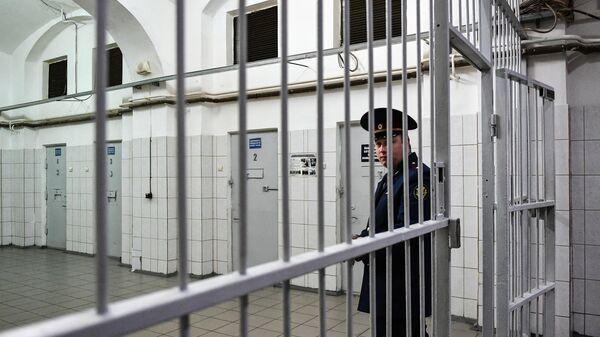 Сотрудник ФСИН России в следственном изоляторе