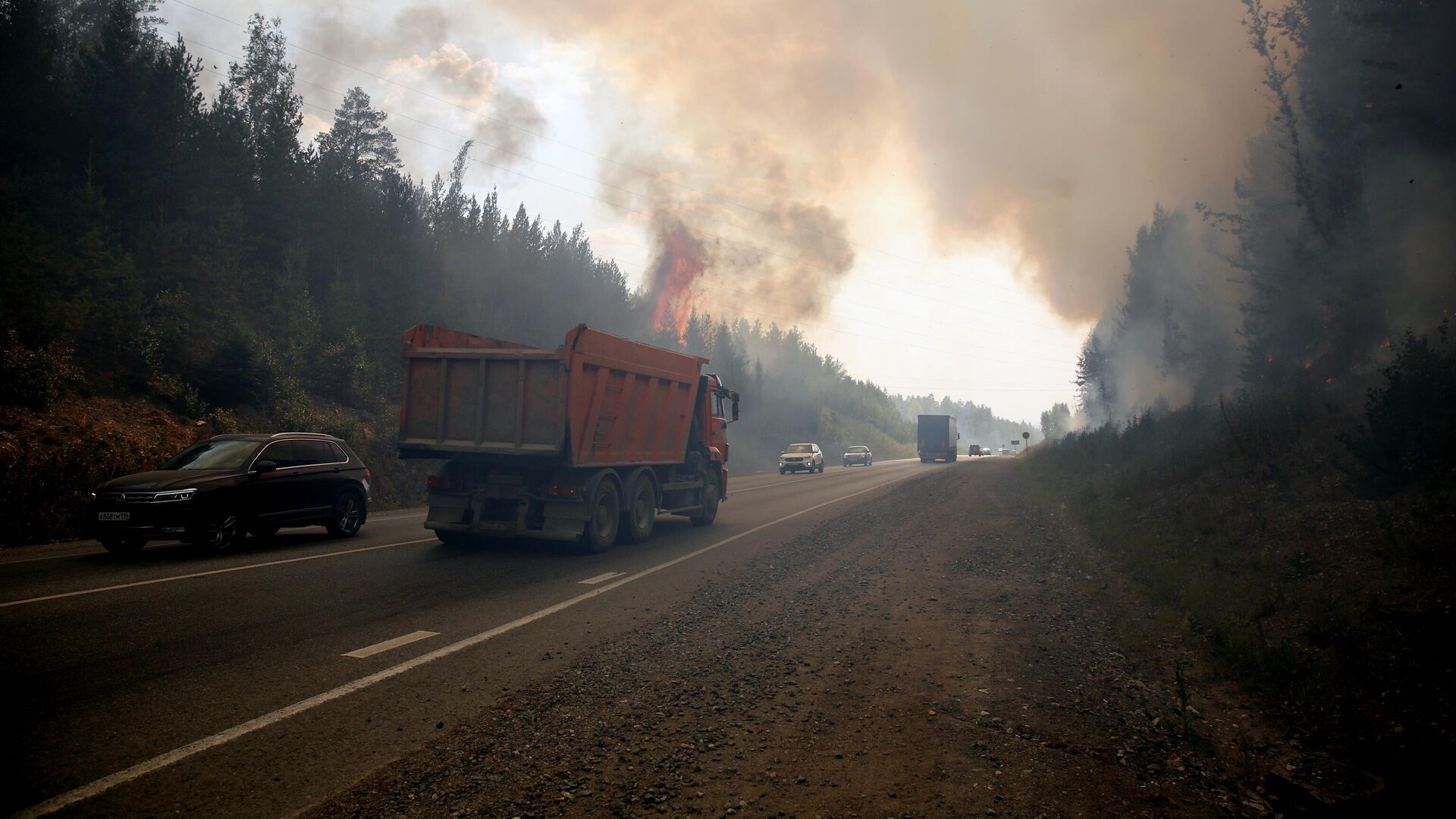 Движение по трассе Пермь-Екатеринбург, перекрытой из-за пожара, возобновили