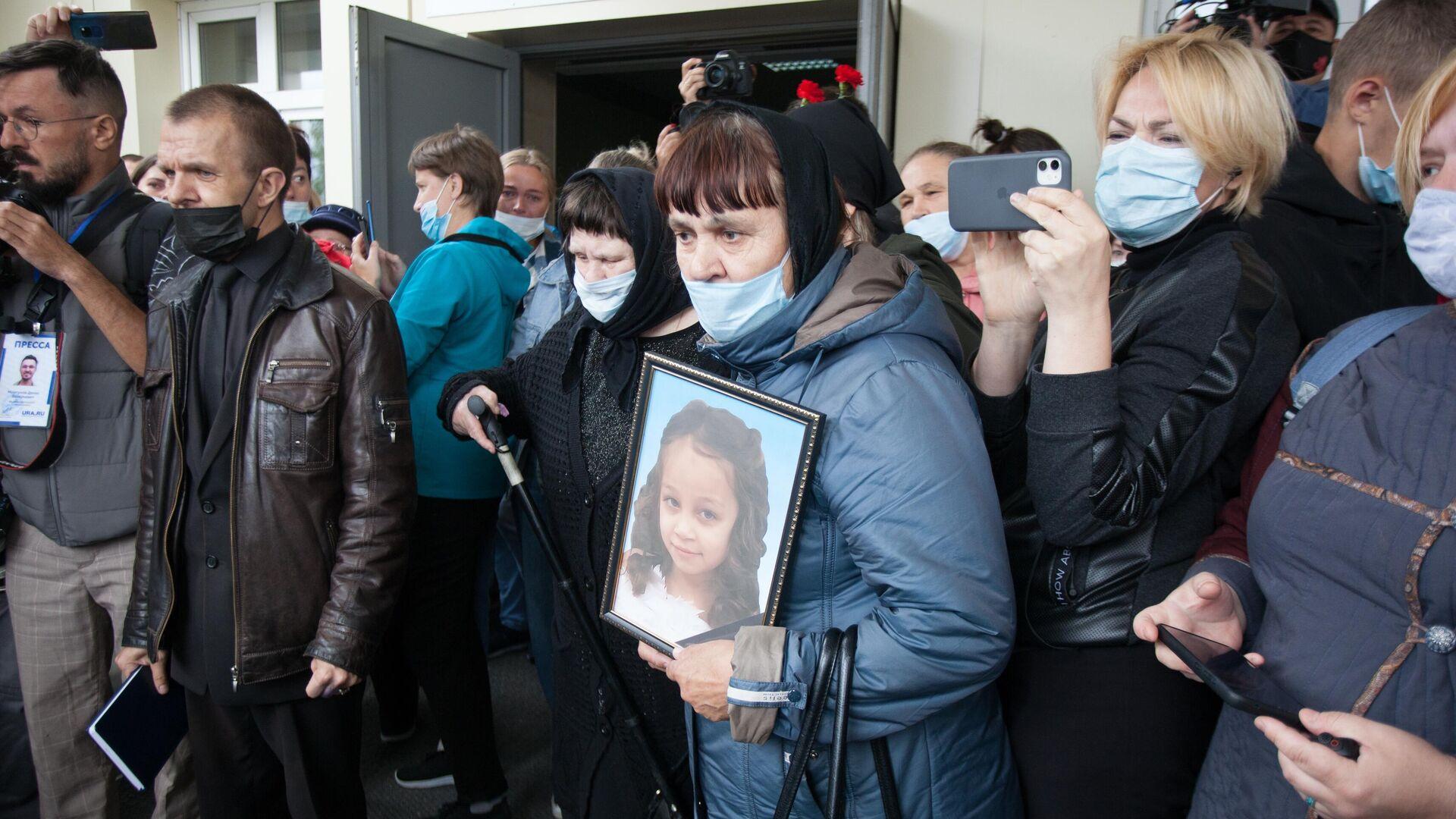 Бабушка погибшей в Тюмени девочки высказалась о наказании для убийцы