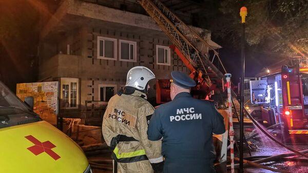 Пожар в многоквартирном жилом доме в городе Ялта на улице Кривошты