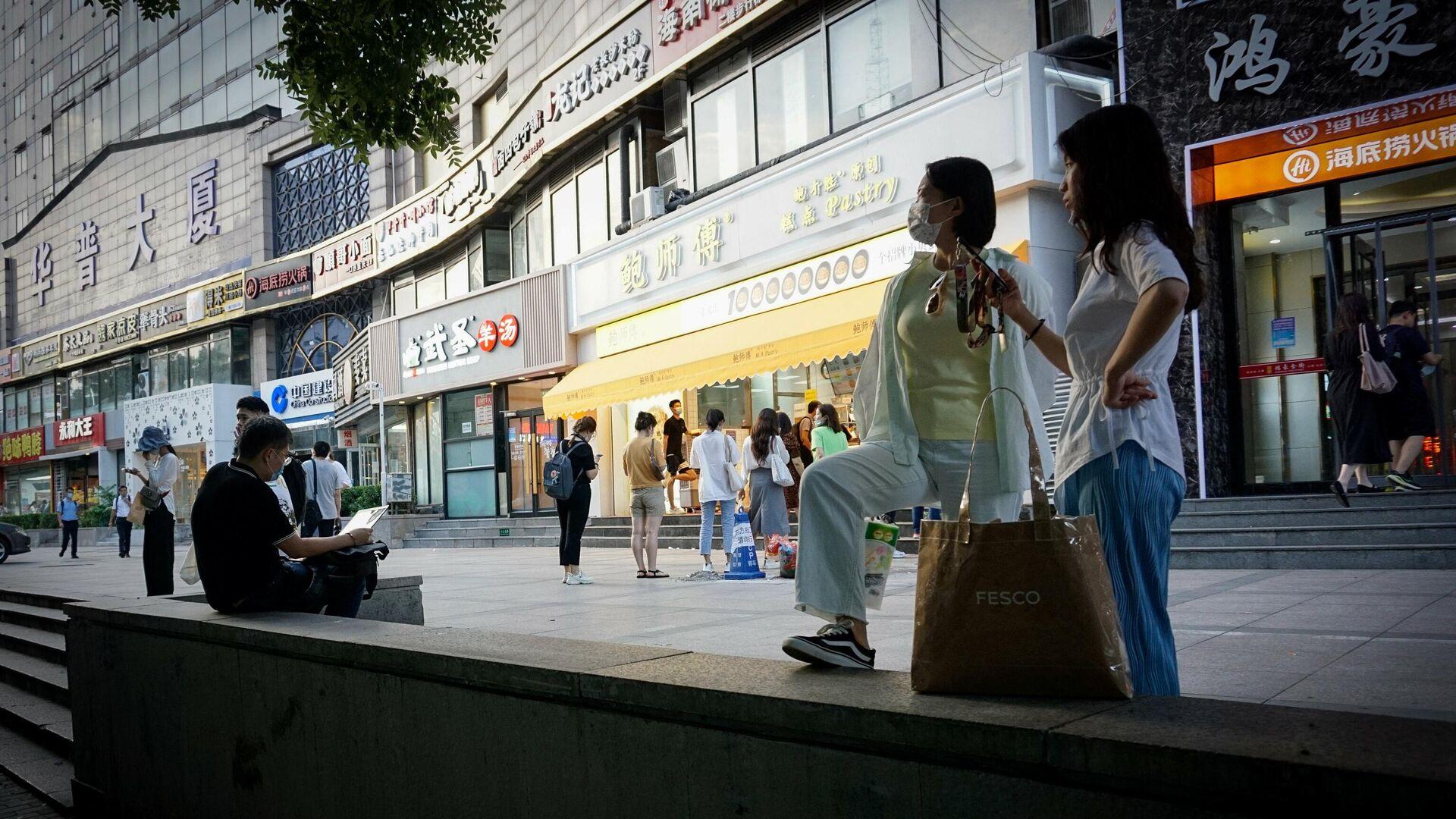 Девушки на одной из улиц Пекина - РИА Новости, 1920, 31.08.2021