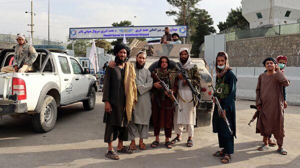 Талибы* в аэропорту Кабула