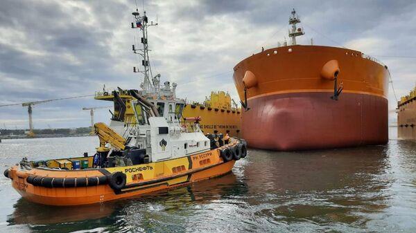 На судоверфи Звезда спустили на воду второй танкер типа Афрамакс