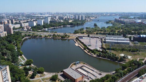 Кожуховский пруд на юге Москвы