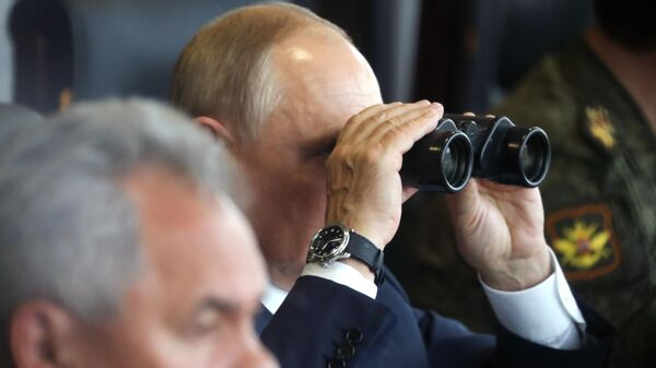 Президент РФ Владимир Путин  во время основного этапа учений Запад-2021 на полигоне Мулино в Нижегородской области