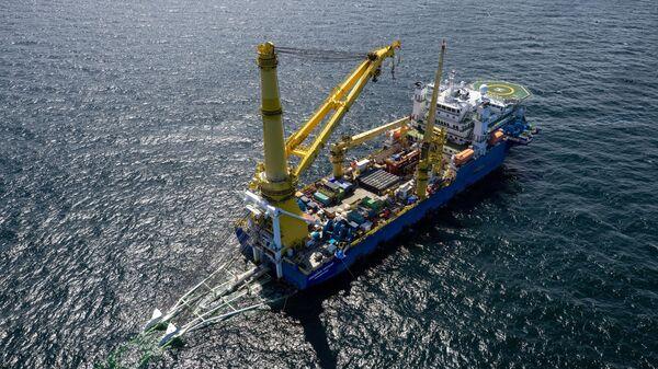 Российское судно-трубоукладчик Академик Черский во время работ на завершающем участке газопровода Северный поток-2 в водах Германии