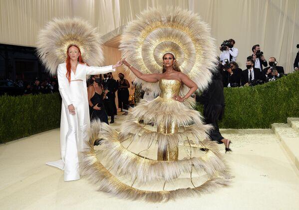 Харрис Рид и Иман на балу Института костюма Met Gala в Нью-Йорке