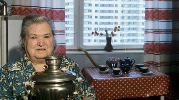Пенсионерка Лидия Новгородская в своей квартире в Олимпийской деревне